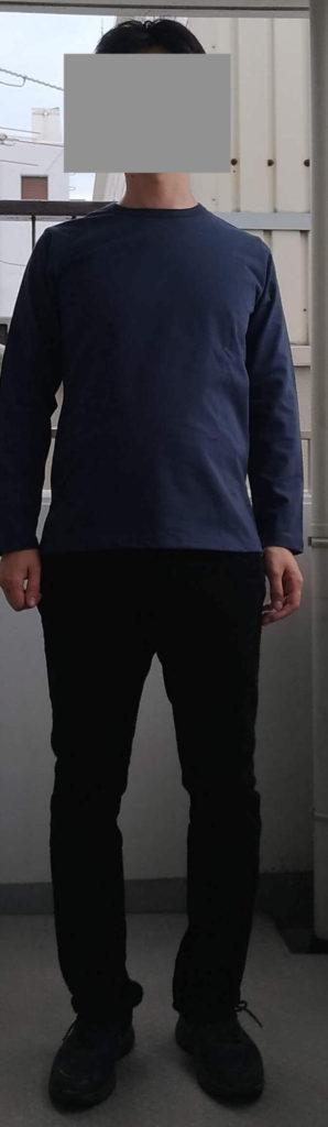 ネイビーの服